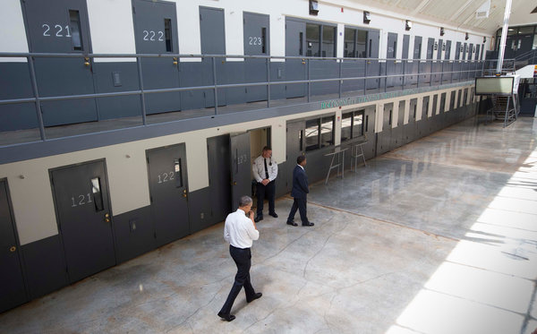 Obama at the federal prison in El Reno, OK.  Image: Doug Mills/The New York Times